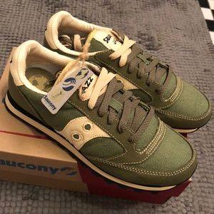 🌸NEW Saucony Jazz women sneaker 7.5 olive green